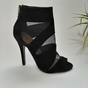 NWT Chinese Laundry Peep-Toe Bootie Black 6M